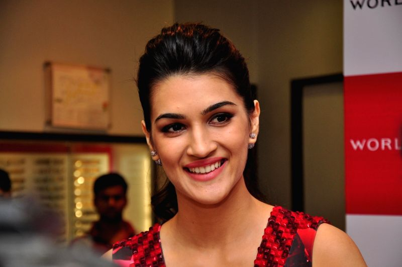 : Mumbai: Actress Kriti Sanon during the launch of World of Titan`s Diwali collection in Mumbai on Nov 10,2015. (Photo: IANS). - Rukh Khan