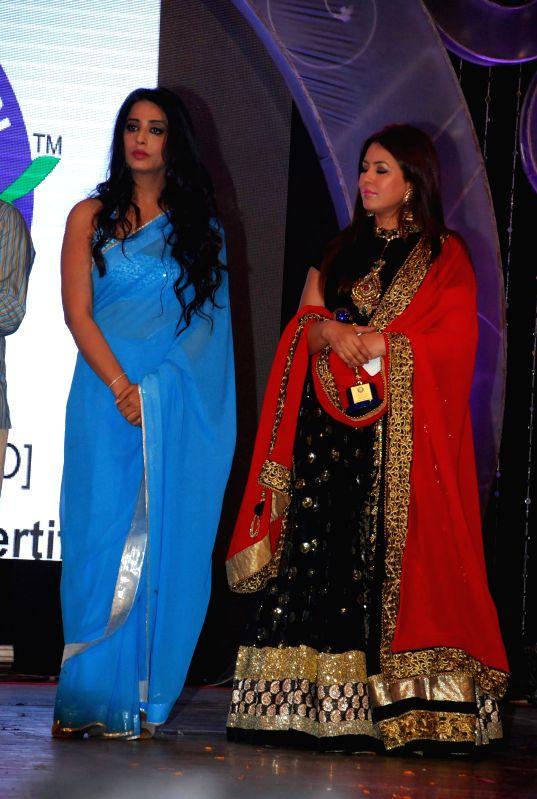 Actress Mahi Gill and Mahima Chaudhry  at the trailer launch of film ''Hey Bro'' in Mumbai, on Jan 15, 2015. - Mahi Gill