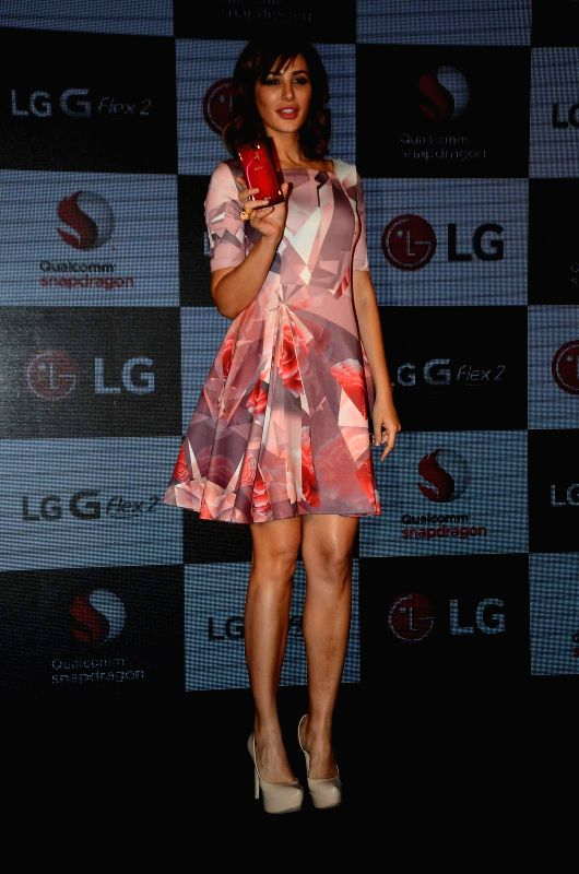 Actress Nargis Fakhri during the launch of LG G Flex2 phones, in Mumbai, on April 30, 2015. - Nargis Fakhri