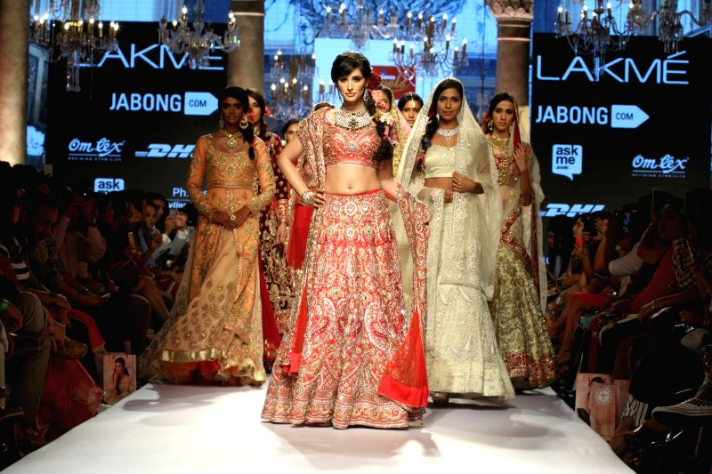 Actress Nargis Fakhri walks the ramp as showstopper for Reliance Jewels presents Suneet Verma show at LFW Summer/Resort 2015 in Mumbai on March 21, 2015 - Nargis Fakhri