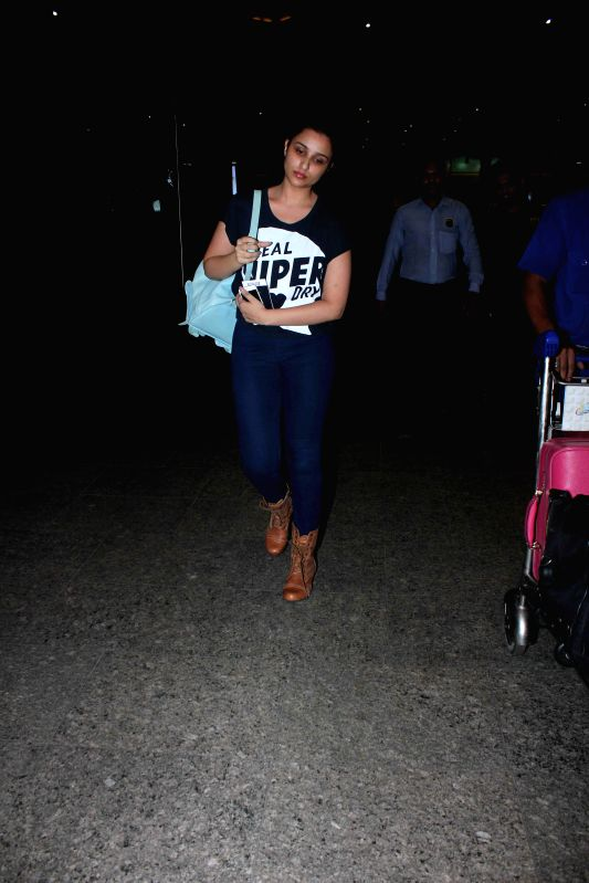 Actress Parineeti Chopra spotted at the international airport in Mumbai, on May 30, 2015. - Parineeti Chopra