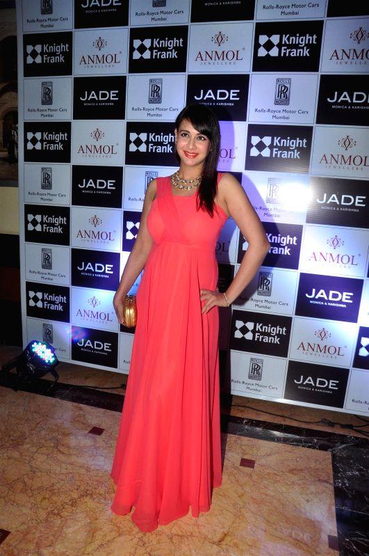 Actress Preeti Jhangiani during the Anmol Jewellers fashion show `Era of Design`, in Mumbai on April 10, 2015. - Preeti Jhangiani