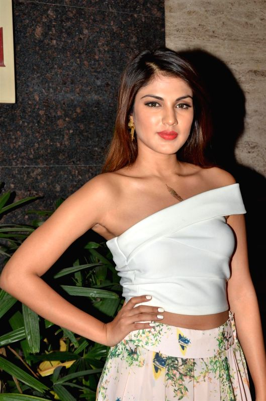Actress Rhea Chakraborty during Under Construction sculptor show, in Mumbai on April 24, 2015. - Rhea Chakraborty