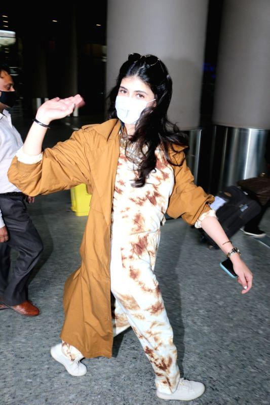 Mumbai: Actress Sanjana Sanghi seen at the Chhatrapati Shivaji Maharaj International Airport in Mumbai on Jan 5, 2021.