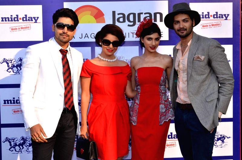 Actress Sapna Pabbi with celebs  during the annual Mid-Day Trophy 2015 at Mahalaxmi race course in Mumbai on Jan 18, 2015. - Sapna Pabbi