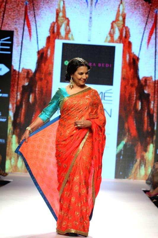 Actress Shabana Azmi walks the ramp as showstopper for designer Mandira Bedi show at LFW Summer/Resort 2015 in Mumbai on March 22, 2015 - Shabana Azmi