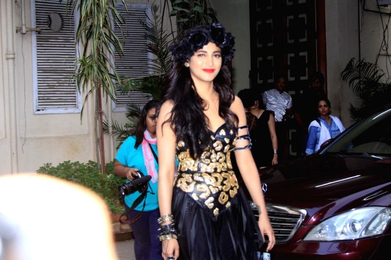 Actress Shruti Haasan spotted shooting for film Welcome Back at Mehboob studios in Mumbai on 30th November, 2014