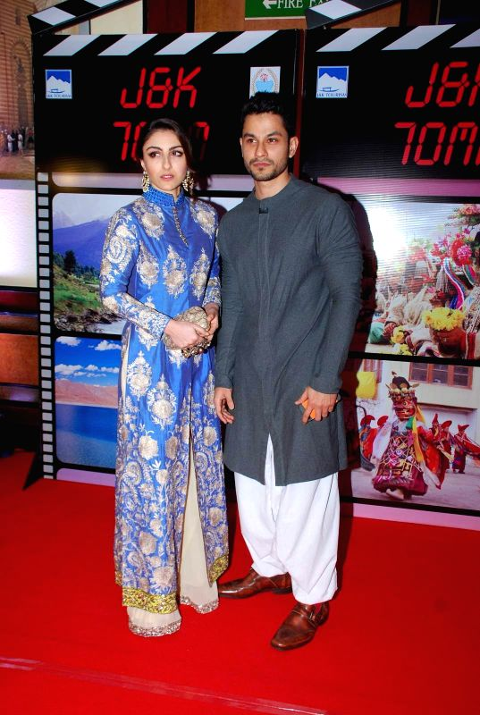 Actress Soha Ali Khan and her husband Kunal Khemu during an event organised by Jammu and Kashmir government to promote J&K as a prime tourist destination and a shooting location for ... - Soha Ali Khan
