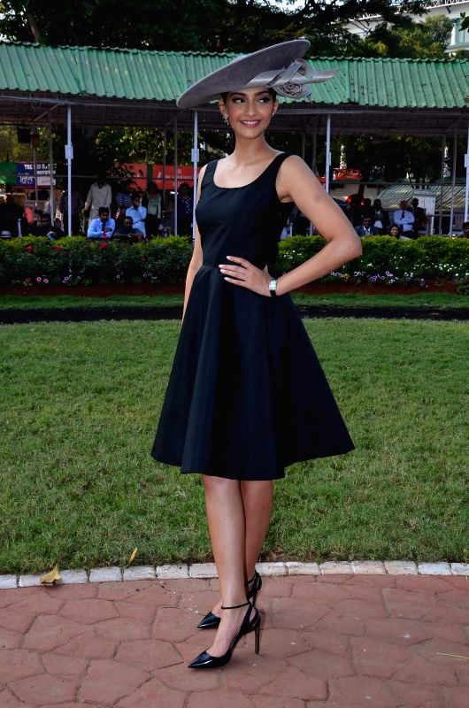 Actress Sonam Kapoor during the annual Mid-Day Trophy 2015 at Mahalaxmi race course in Mumbai on Jan 18, 2015. - Sonam Kapoor