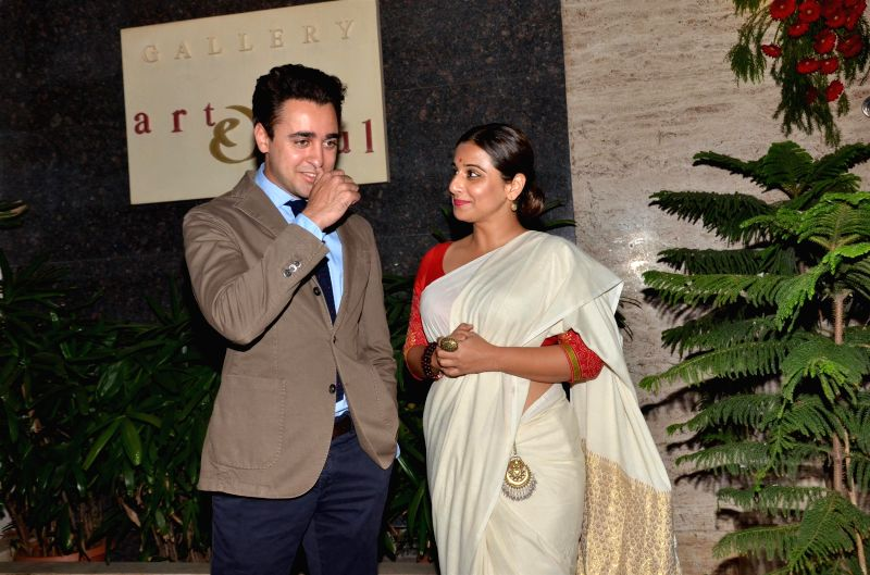 Actress Vidya Balan and actor Imran Khan during Under Construction sculptor show, in Mumbai on April 24, 2015. - Vidya Balan and Imran Khan