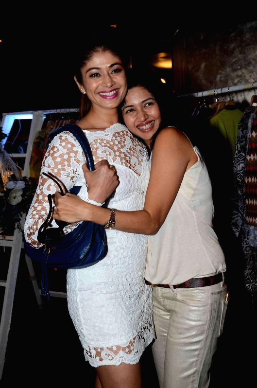 Actresses Pooja Batra and Deepti Bhatnagar during the preview of summer/resort 2015 collection by fashion designer Maheka Mirpuri, in Mumbai on April 9, 2015. - Pooja Batra and Deepti Bhatnagar