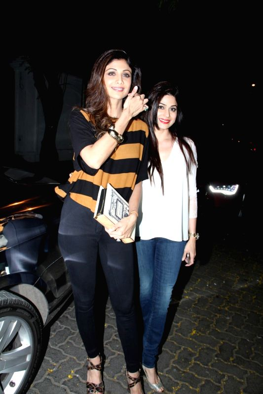 Actresses Shilpa Shetty and sister Shamita Shetty arrive for actor Anil Kapoor`s get-together to share the trailer of the film Dil Dhadakne Do, in Mumbai on 13th April 2015. - Shilpa Shetty and Shamita Shetty
