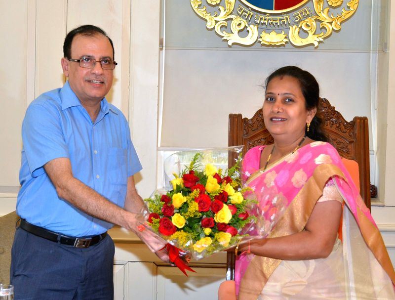 Ajoy Mehta takes over as new BMC chief at BMC  headquarters in Mumbai, on April 27, 2015.