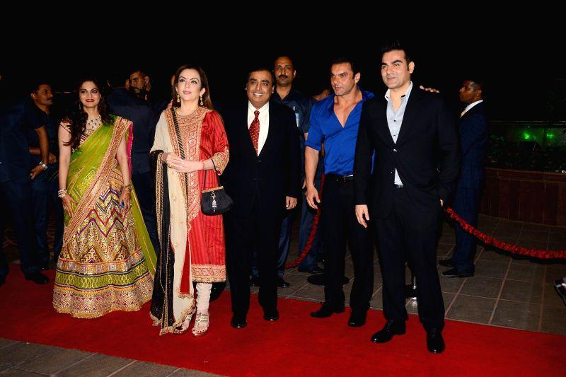 Alvira, Industrialist Mukesh Ambani with wife Nita Ambani, Sohail Khan and Arbaz Khan during Arpita Khan's marriage reception in Mumbai on November 21, 2014. - Mukesh Ambani, Nita Ambani, Sohail Khan and Arbaz Khan