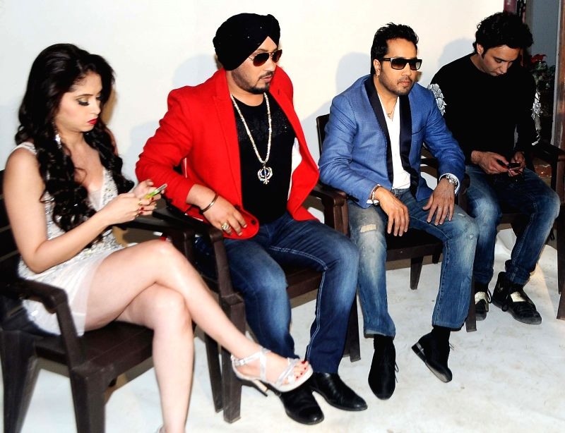 Avantika Khatri, Singer Dilbagh Singh & Mika Singh during photo shoot of album 'BottomsUp' in Mumbai on 24th March 2015. - Dilbagh Singh and Mika Singh