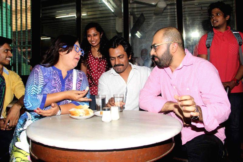 Caption : Mumbai: Filmmakers Farah Khan, Ritesh Batra and actor Nawazuddin Siddiqui during the launch of Ritesh Batra`s `Poetic License` at Irani Cafe, in Mumbai on April 4, 2015. - Nawazuddin Siddiqui and Farah Khan