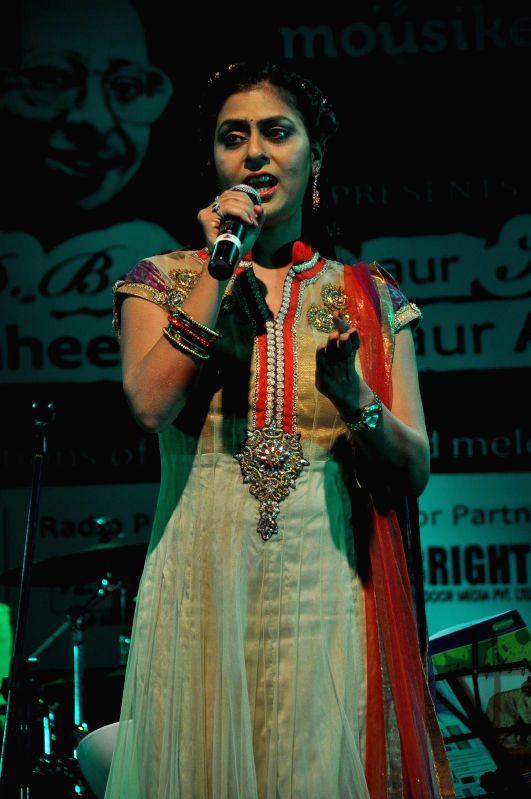 Celebs at Kishore Kumar concert in Mumbai on Jan 24, 2015.