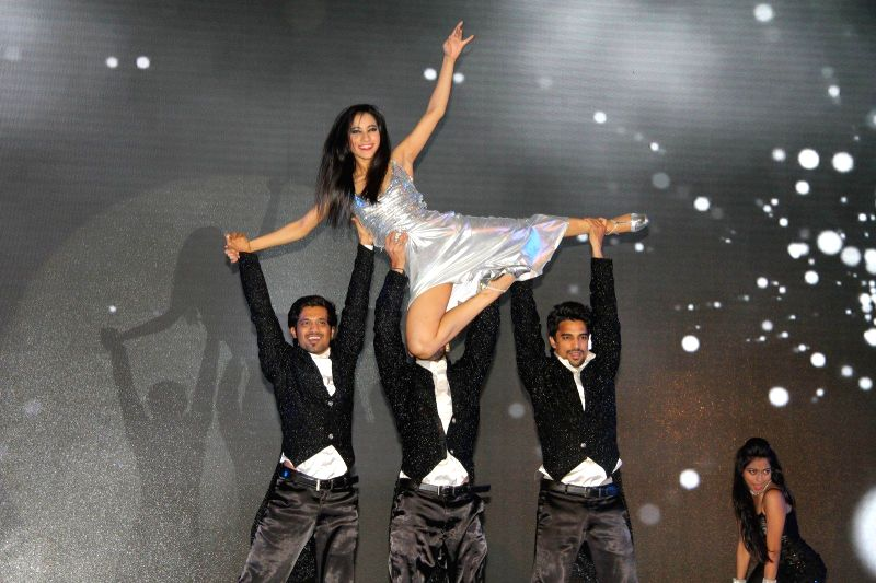 Celebs at launch of Samsung Galaxy A5, A3, E7 and E5 in Mumbai on Jan 6, 2015.