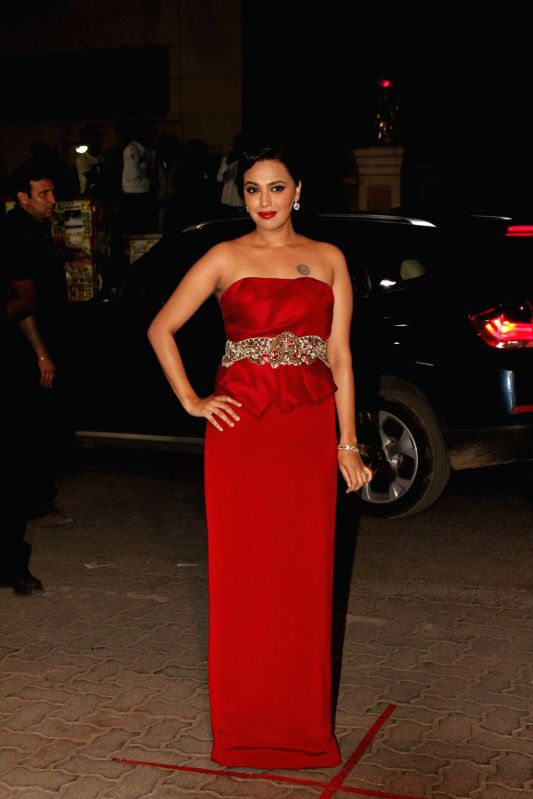Celebs during the 60th Britannia Filmfare awards in Mumbai, on January 31, 2015.