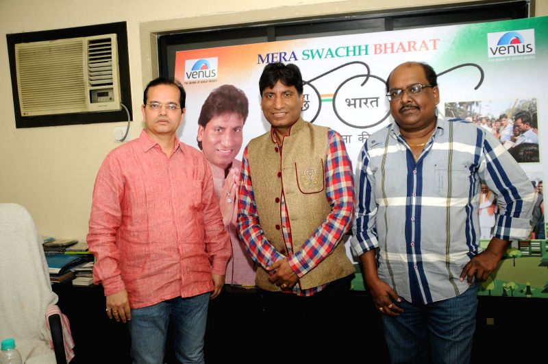 Champak Jain, Director, Venus Entertainment Pvt Ltd, Comedian Raju Srivastav and music composer Ram Shankar during the music album launch of Mera Sachh Bharat in Mumbai, on Jan. 22, 2015. - Champak Jain