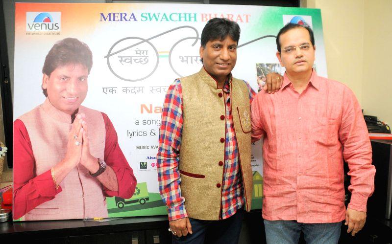 Champak Jain Director Venus Entertainment Pvt Ltd with comedian Raju Srivastav DSC_0441 during the music album launch of Mera Sachh Bharat in Mumbai, on Jan. 22, 2015. - Entertainment Pvt Ltd
