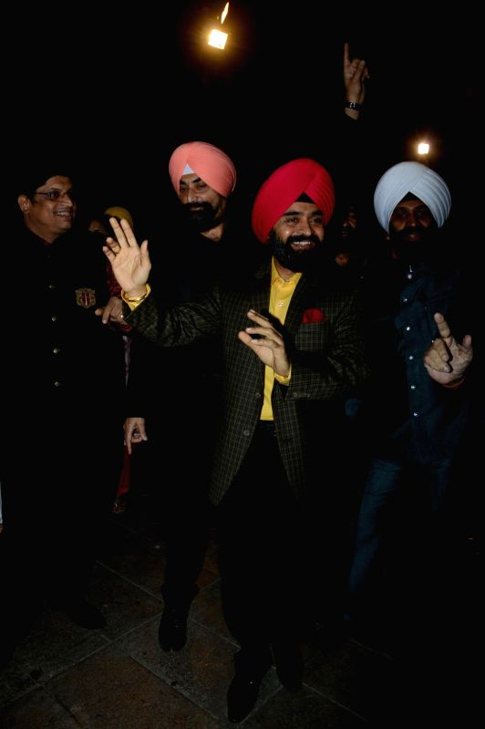 Charan singhji with Navraj Hans during the  Charan Singh Sapra's 'Lohri Di Raat' in Mumbai on Jan 10, 2015. - Charan Singh Sapr