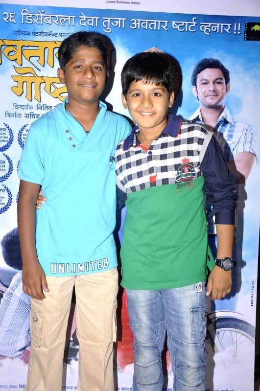 Child actor Yash Kulkarni and Mihiresh Joshi during the song launch of Marathi film of Avatarachi Goshta in Mumbai, on December 13, 2014. - Yash Kulkarni and Mihiresh Joshi