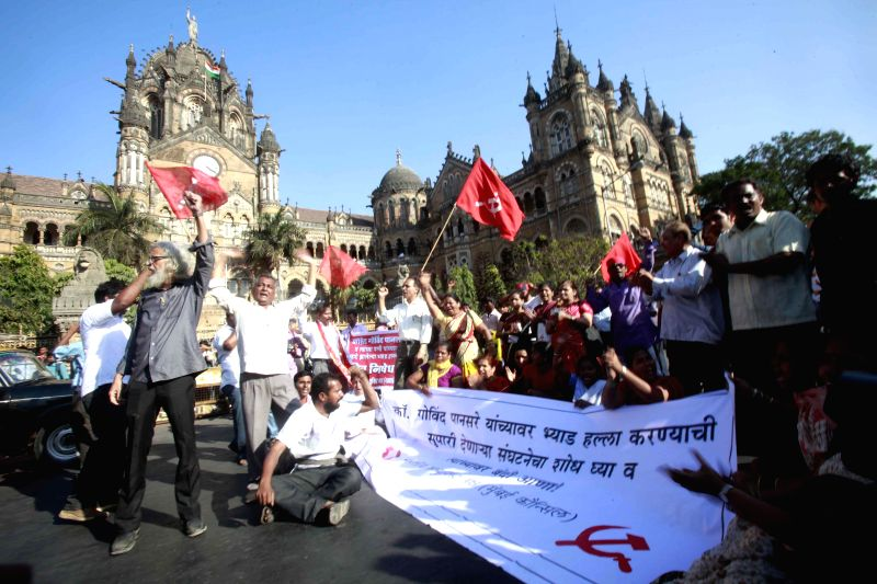 Communist Party of India members protest to condemn the attack on veteran Communist leader Govind Pansare outside CST in Mumbai, on Feb 16, 2015.