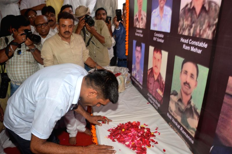 Mumbai Congress Chief Sanjay Nirupam and Tej Bahadur Yadav, the BSF jawan who was dismissed from duty for posting a video on the 'substandard food' served to soldiers pay tribute at Rajiv ... - Tej Bahadur Yadav and Rajiv Gandhi Bhavan