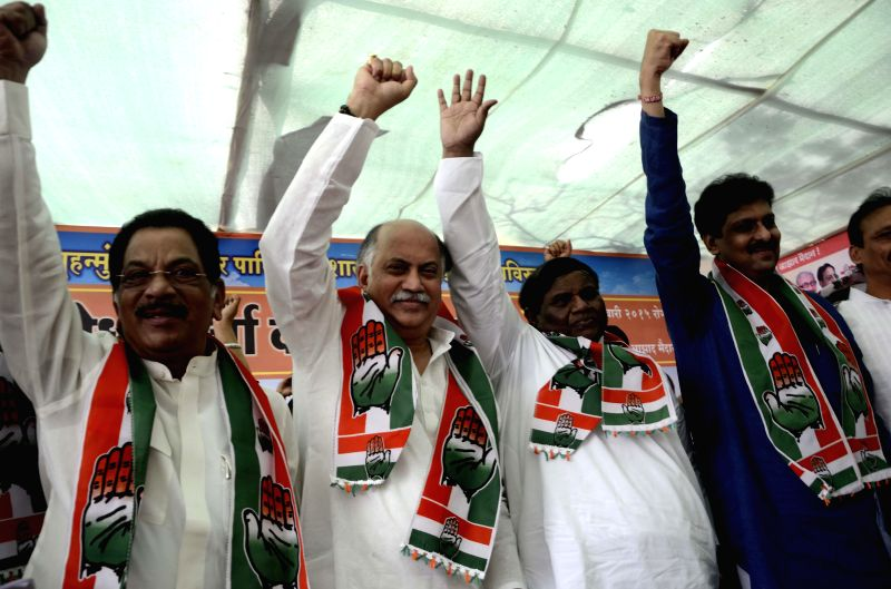 Congress leader Gurudas Kamat and others leaders with activists protesting at Azad Maidan, in Mumbai on Jan. 27, 2015.