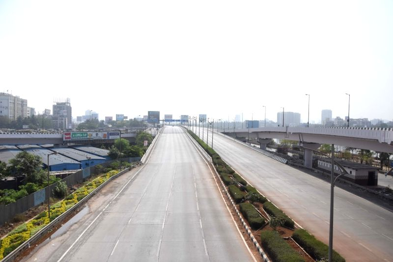 Mumbai: Coronavirus control have State Government call weekend Lockdown on support see at Bandra Mahim Highway Road, Bandra Reclamation Highway and Bandra worli sea link completely empty in Mumbai on Saturday April 10th, 2021.(Photo: Sandeep Mahankal