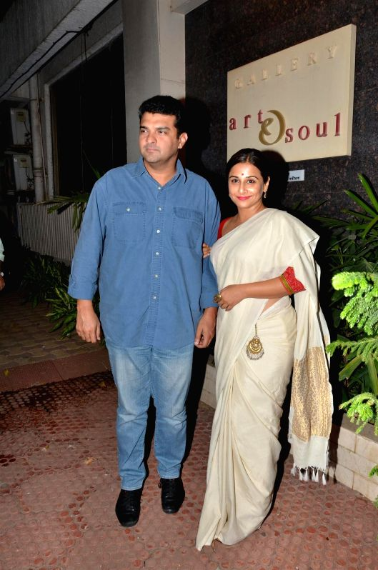 Disney India MD, Siddharth Roy Kapur along with his wife and actress Vidya Balan during Under Construction sculptor show, in Mumbai on April 24, 2015. - Vidya Balan and Siddharth Roy Kapur