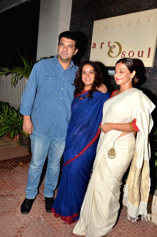 Disney India MD, Siddharth Roy Kapur, Kunaal Roy Kapur`s wife Shayonti Roy Kapur and actress Vidya Balan during Under Construction sculptor show, in Mumbai on April 24, 2015. - Vidya Balan, Siddharth Roy Kapur, Kunaal Roy Kapu and Shayonti Roy Kapur