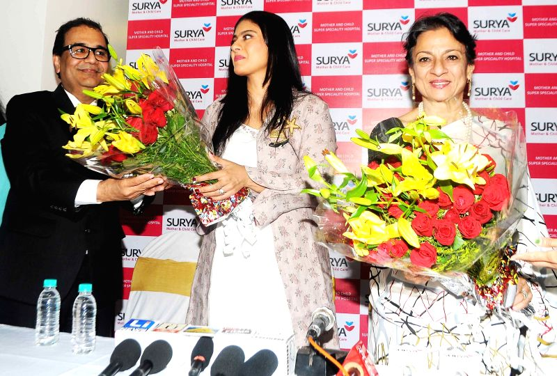 Dr. Bhupendra Avasthi welcoming Kajol Devgn for inaugurating 'Surya Mother & Child Care' Hospital at Wakad in Pune on 5th April 2015. - Kajol