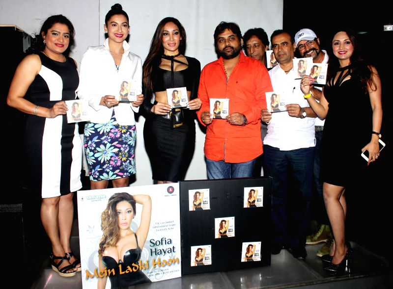 Ekta Jain, actor Gauhar Khan, Sofia Hayat, Sandeep Shukla, Ravi, Yogesh Lakhani, Amit and Marisa Verma during the launch of debut album Main Ladki Hoon by Sofia Hayat in Mumbai on March 20, ... - Gauhar Khan, Ekta Jain and Marisa Verma
