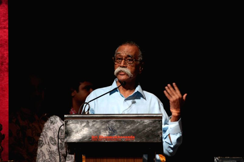 Eminent Marathi litterateur Bhalchandra Nemade speaks after receives Master Dinanath Mangeshkar Awards from Historian Babasaheb Purandare in Mumbai on April 24, 2015.