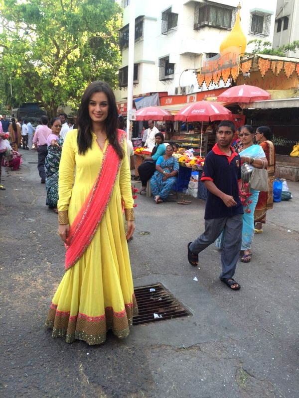 Evelyn Sharma snapped at Siddhivinayak Temple seeking blessings for their film Ishqedarriyaan in Mumbai on April 1, 2015.
