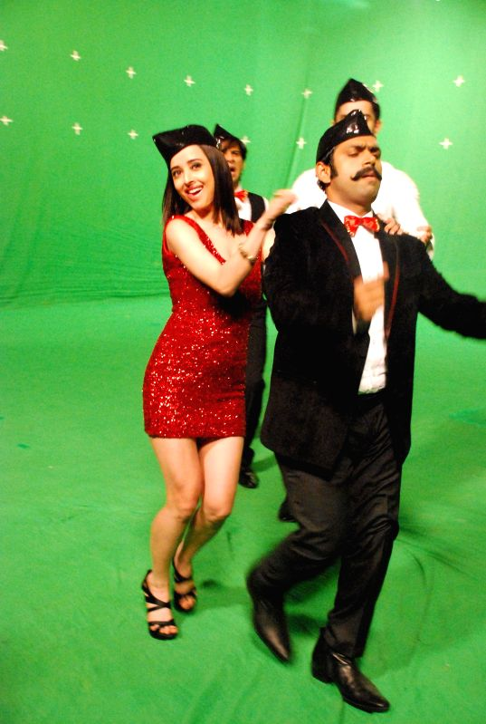 Film Badmashiya team during the on location shoots of song `Kudiya Baimaan` of the film `Badmashiya` in Mumbai, on Dec. 16, 2014.