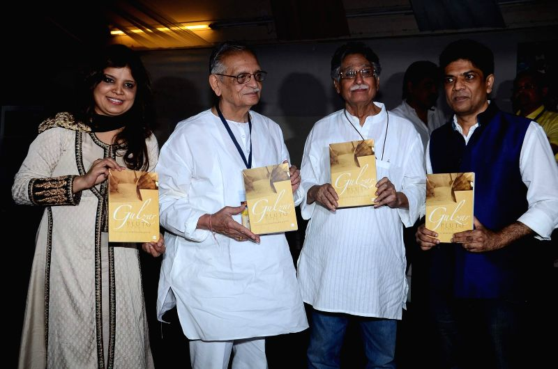 Filmmaker and lyricist Gulzar, singer Hariharan during the launch of script writer Javed Siddhiqui`s book at Literature festival, JJ school of arts in Mumbai, on March, 01, 2015.