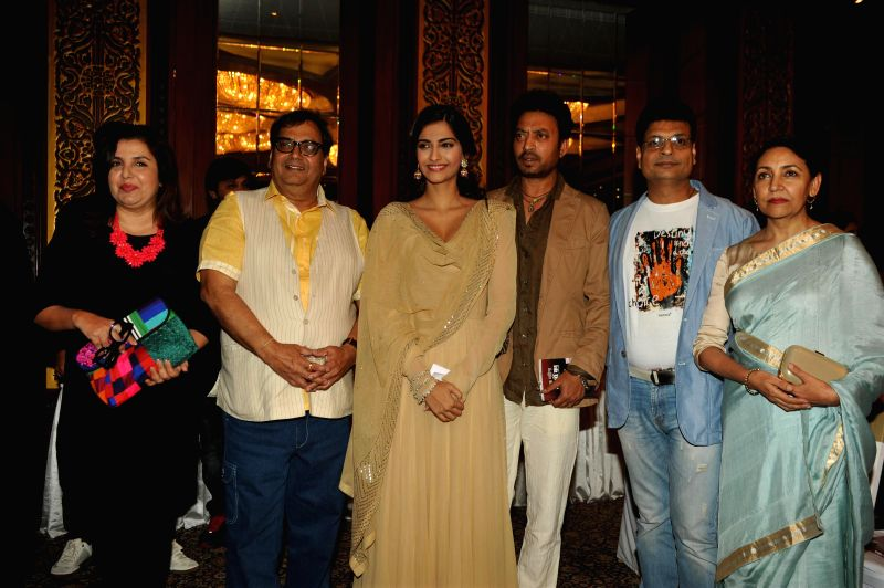 Filmmaker Farah Khan, Subhash Ghai, actors Sonam Kapoor, Irrfan Khan, author Irshad Kamil and actor Deepti Naval during the launch of Irshad Kamil`s book Ek Maheena Nazmon Ka , in Mumbai on .. - Farah Khan, Sonam Kapoor and Irrfan Khan