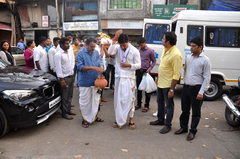 Filmmaker Madhur Bhandarkar during the funeral of his mother in Mumbai on Feb 20, 2015.