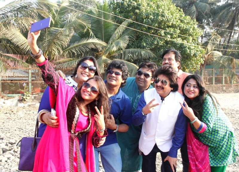 "Ghazal Maestro Pankaj Udhas along with Young ghazal singers at Shivaji Park Chowpatty to announce ""Ghazal Harmony"" a unique Ghazal Concert organized in aid of The Parents Association ..."