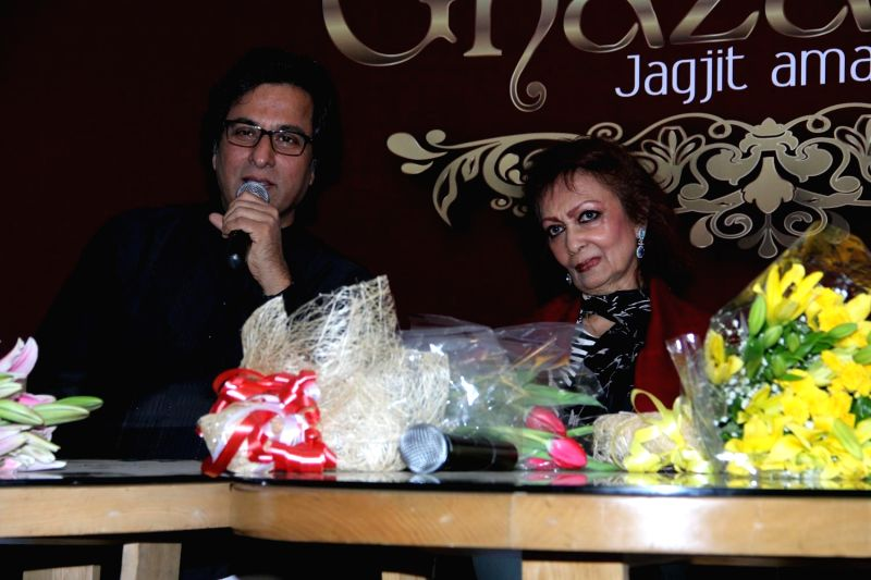 Ghazal singers Talat Aziz and Chitra Singh during the announcement of Ghazal Day musical concert, a tribute to Gazal singer Jagjit Singh on his birth anniversary, in Mumbai on Jan. 3, 2015. - Chitra Singh