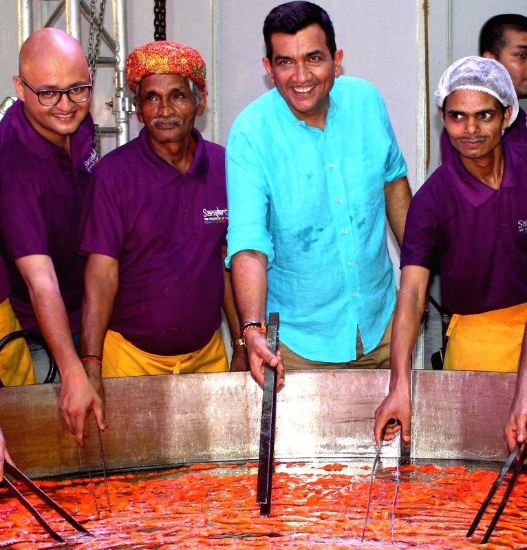 Indian chef and entrepreneur Sanjeev Kapoor with the team that reportedly broke the Guinness World Record for largest Imarti (weight: 37 kg; diameter: 9 ft aprox.; cooking time: 3 hours 48 ... - Sanjeev Kapoor
