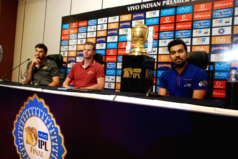 Mumbai Indians captain Rohit Sharma and Rising Pune Supergiant captain Steve Smith during a joint press conference with the IPL trophy in Hyderabad on May 20, 2017. - Rohit Sharma