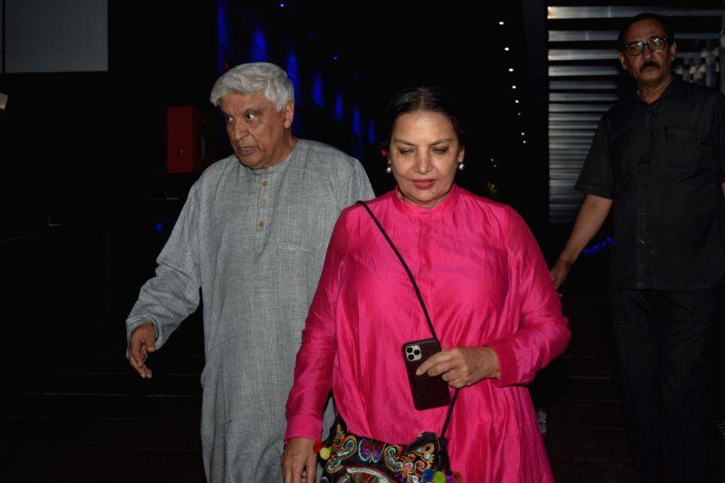 Mumbai, June 14 (IANS) Veteran actress Shabana Azmi and her husband Javed Akhtar have been spending weekend at their house in Khandala.