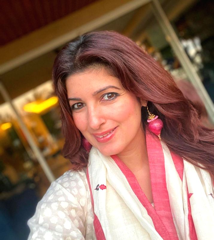 Mumbai, June 20 (IANS) Ahead of Father's Day on June 21, Twinkle Khanna has penned a note remembering her father, the late superstar Rajesh Khanna.