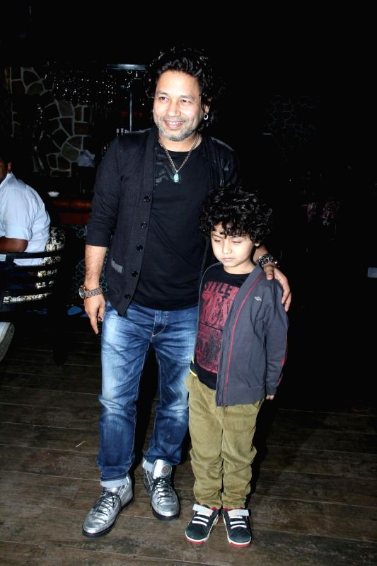 Kailash Kher celebrates selection in Oscar for movie Jal in Mumbai on Feb 25, 2015. - Kailash Kher