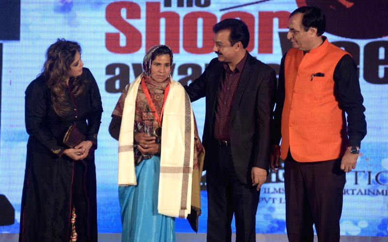 Kamla Devi receiving her award from Amita Nagia during the `Shoorveer Awards` in Mumbai on March 15, 2015.
