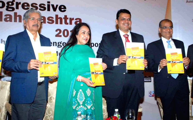 (L to R) Shiv Sena leader Subhash Desai, President of the Federation of Indian Chambers of Commerce and Industry (FICCI), Dr Jyotsna Suri, Maharashtra Chief Minister Devendra Fadnavis and ... - Devendra Fadnavis, Subhash Desai and Rashesh Shah